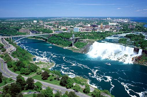 American Falls「Aerial view of American Falls and Rainbow Bridge, Niagara Falls, New York, USA, viewed from the Canadian side of the Niagara River, Ontario, Canada」:スマホ壁紙(16)