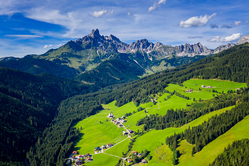 Dachstein Mountains「Aerial view in the Dachstein mountains with a view of the large bishop's hat」:スマホ壁紙(11)