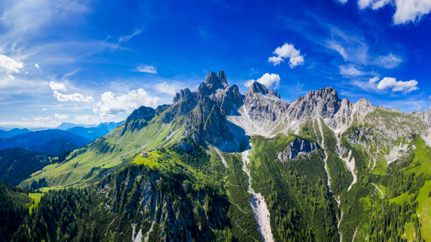 Aerial view in the Dachstein mountains with a view of the large bishop's hat:スマホ壁紙(壁紙.com)