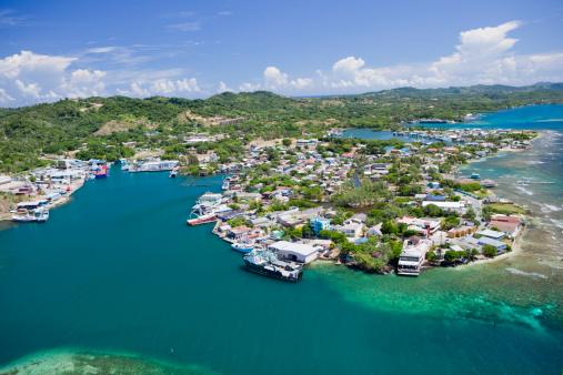 Roatan「Aerial view of island village」:スマホ壁紙(13)