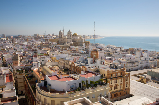 Cádiz「Aerial view of rooftops of Cadiz, Andalucia, Spain, from Torre Tavira, also known as Marquesses of Recano Palace, looking towards the Atlantic Ocean」:スマホ壁紙(8)