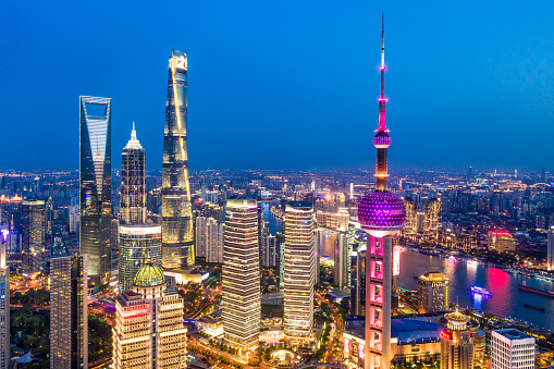 The Bund「Aerial view of Shanghai city skyline at dusk」:スマホ壁紙(13)