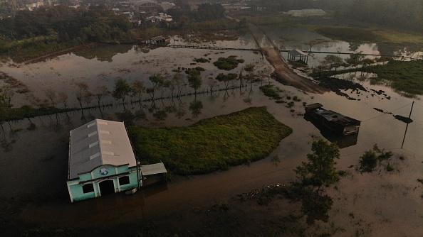 ETA「Aftermath of Tropical Depression Eta in Guatemala」:写真・画像(3)[壁紙.com]