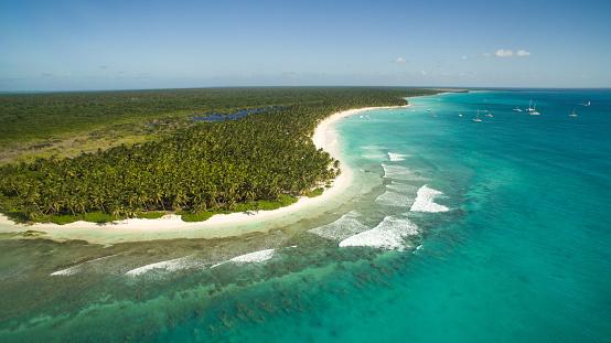 Island「Aerial view of Caribbean beach」:スマホ壁紙(5)