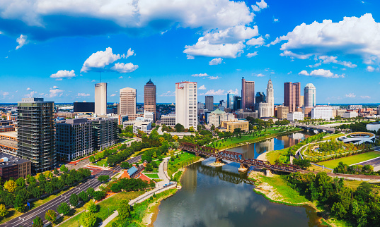 Flowing Water「Aerial view of Downtown Columbus Ohio with Scioto river」:スマホ壁紙(4)