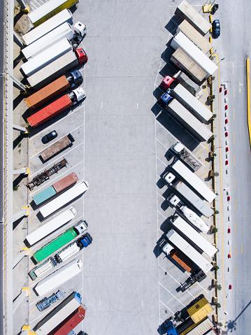 Colorful「空から見たトラック、トレーラー」:スマホ壁紙(18)