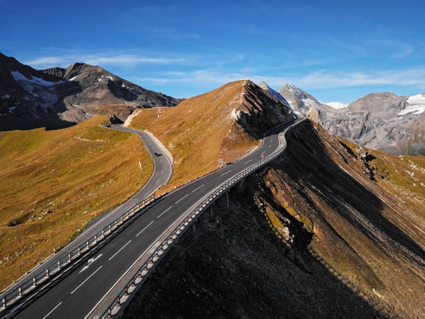 Aerial view of Fuscher Torl pass on Grossglockner scenic High Alpine Road, Austria:スマホ壁紙(壁紙.com)