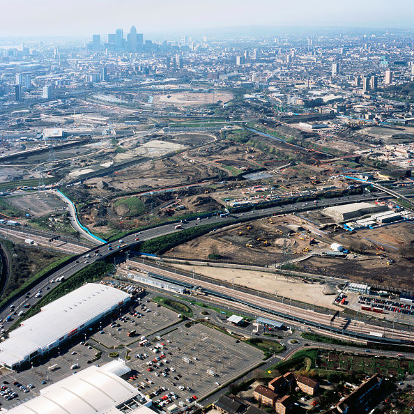 Two Lane Highway「Aerial view from north over Stratford Olympic site works to City of London, UK」:写真・画像(10)[壁紙.com]