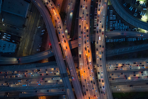 Traffic「Aerial view of Los Angeles arterial roads at twilight time」:スマホ壁紙(9)