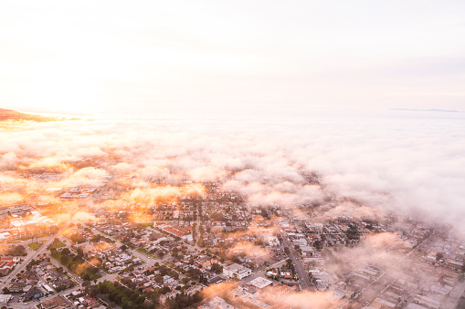 City Of Los Angeles「Aerial view of Los Angeles in moody sky at twilight time」:スマホ壁紙(17)