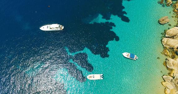 透明「Aerial view of Yatch in amazing, unspoiled and idyllic beach on a little island」:スマホ壁紙(6)