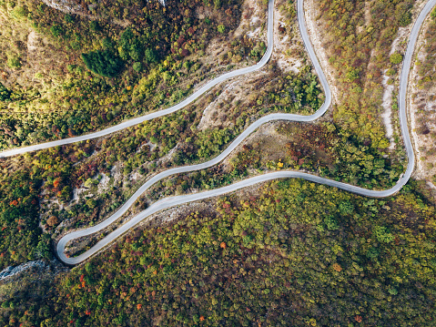 Winding Road「Aerial view of a road curve」:スマホ壁紙(10)