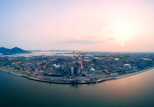 Aerial view of a Japanese petrochemical plant:スマホ壁紙(壁紙.com)