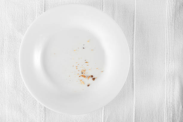 Aerial view of crumbs on a white dinner plate:スマホ壁紙(壁紙.com)