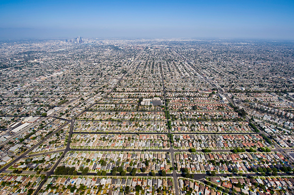 Growth「Aerial View of Residential Inner City Los Angeles, California, USA」:写真・画像(19)[壁紙.com]