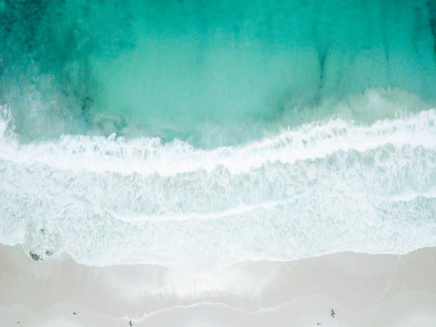 Aerial View of Waves Crashing on Sandy Beach:スマホ壁紙(壁紙.com)