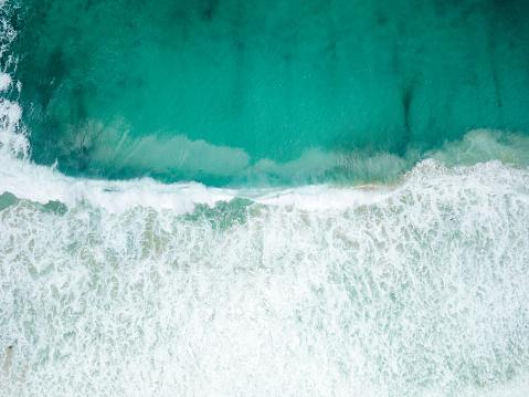 Big Sur「Aerial View of Waves Crashing on Sandy Beach」:スマホ壁紙(1)