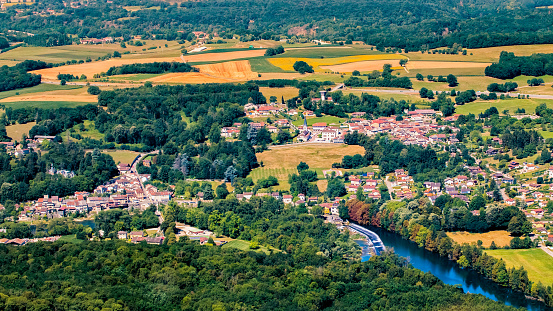 Rhone-Alpes「Aerial view of wild Ain river with small french villages in lush foliage countryside in the end of summer season」:スマホ壁紙(5)
