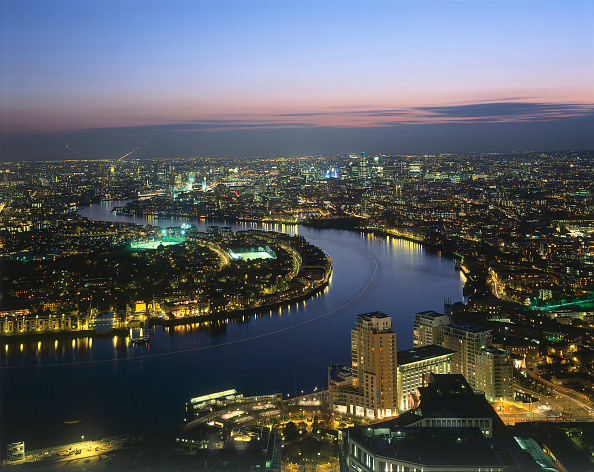 Urban Skyline「Aerial view of the river Thames at night  Docklands area. London  United Kingdom.」:写真・画像(13)[壁紙.com]