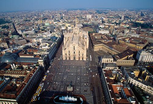 Piazza Del Duomo - Milan「Aerial View of Piazza del Duomo, Milan」:スマホ壁紙(15)
