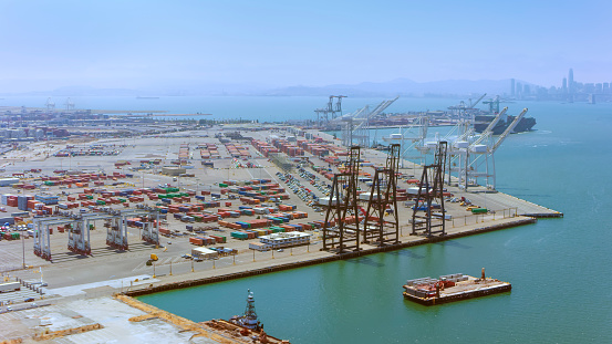 Moored「Aerial view of a large ship loading dock in California, USA」:スマホ壁紙(7)
