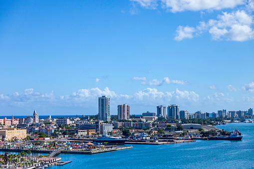 Cruise - Vacation「Aerial View of the San Juan Puerto Rico Harbor and Skyline」:スマホ壁紙(1)