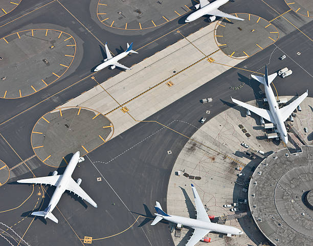 Aerial view of airport and runway:スマホ壁紙(壁紙.com)
