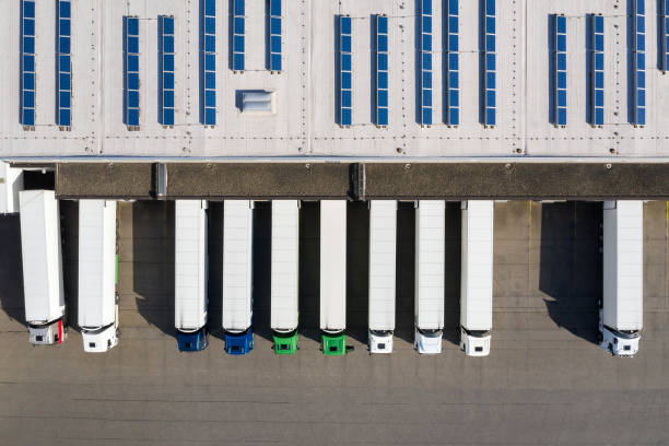 Aerial view of Semi-Trucks Loading at Logistic Center, Distribution Warehouse:スマホ壁紙(壁紙.com)
