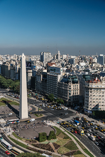 Buenos Aires「Aerial view of main boulevard, Av de 9 Julio, with landmark Obelisk and cityscape, Buenos Aires, Argentina」:スマホ壁紙(16)
