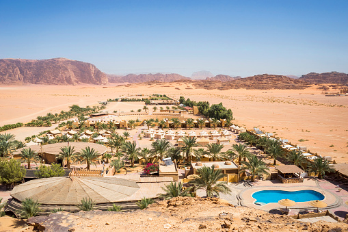 Chalet「Aerial view of Bait Ali Camp, Wadi Rum Village, Aqaba Governorate, Jordan」:スマホ壁紙(15)