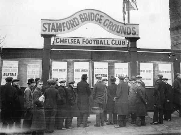Stamford Bridge「Soccer fans are waiting fot the soccermatch Austria vs, England at the Stamford Bridge, Photograph, England, London, 7, 12, 1932」:写真・画像(10)[壁紙.com]