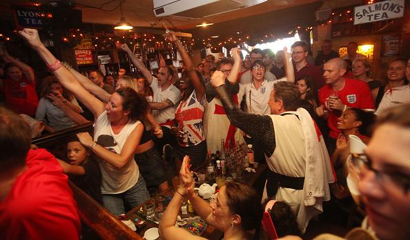 American Football - Sport「U.S. Soccer Fans Watch USA vs. England World Cup Match」:写真・画像(7)[壁紙.com]