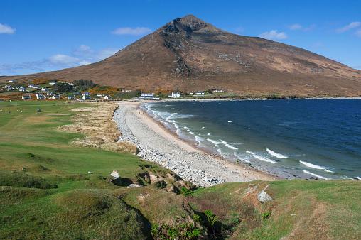 アキル島「Doogort beach and Slievemore mountain, Achill island, Ireland」:スマホ壁紙(1)