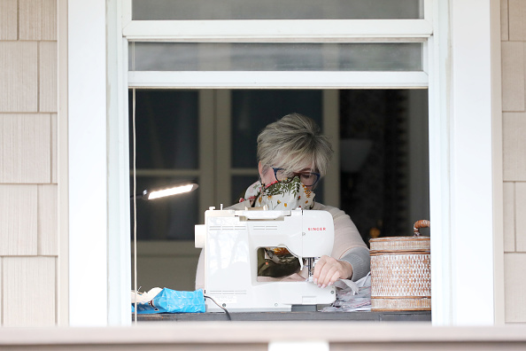 Sewing「Private Citizens Make Protective Gear To Aid In The Fight Against Coronavirus」:写真・画像(16)[壁紙.com]