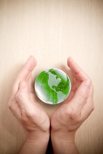 Hand「Green glass globe in hand」:スマホ壁紙(6)