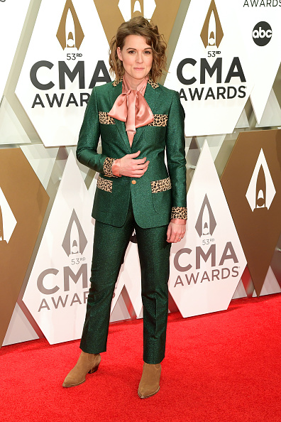 Bow Collar「The 53rd Annual CMA Awards - Arrivals」:写真・画像(7)[壁紙.com]