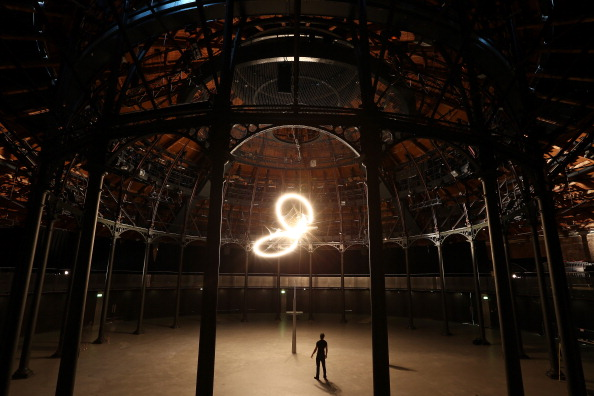 The Roundhouse「Artist Conrad Shawcross Turns The Roundhouse Into A Giant Clock」:写真・画像(18)[壁紙.com]