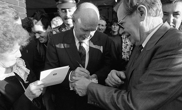 1990-1999「President Hillery at Moneypoint Power Station on his last Official Duty」:写真・画像(17)[壁紙.com]