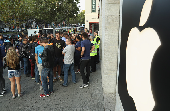 Apple Store「Apple Fans Await iPhone 7」:写真・画像(17)[壁紙.com]