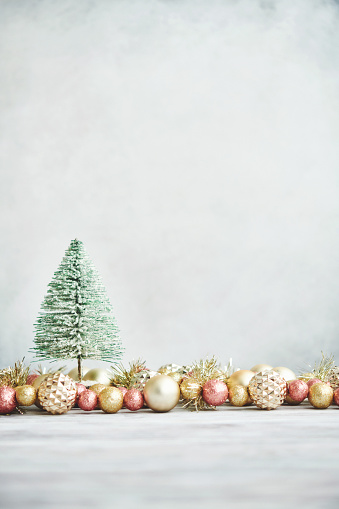 Tinsel「Bright Christmas Background with rose pink and gold decorations with Christmas tree on white wood」:スマホ壁紙(19)