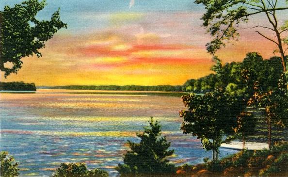 Archival「Scene On Lake Catawba」:写真・画像(1)[壁紙.com]