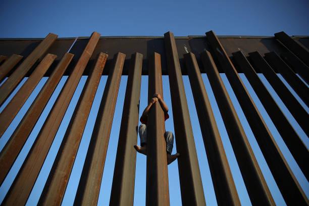 Despite Trump Executive Order, Over 2300 Migrant Children Still Held In Camps:ニュース(壁紙.com)