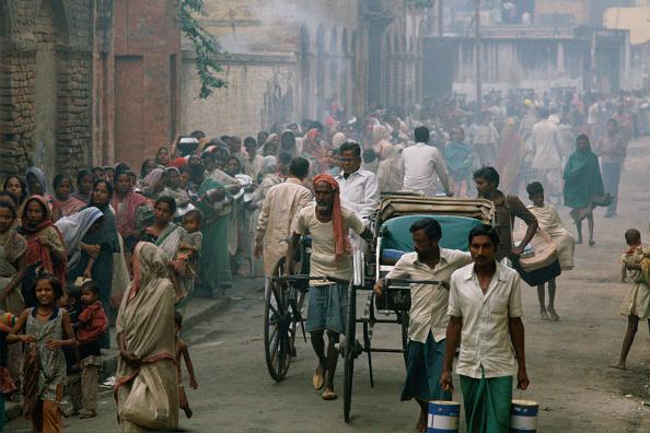 Travel Destinations「Food Queue, Mother Teresa's Mission, Calcutta」:写真・画像(12)[壁紙.com]