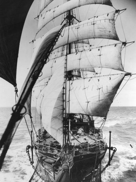 Frank Hurley「Discovery Ship」:写真・画像(14)[壁紙.com]