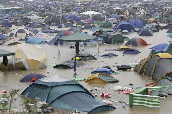 Torrential Rain「Glastonbury Music Festival 2005 - Day 1」:写真・画像(4)[壁紙.com]