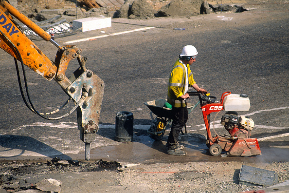 Danger「Site operative saw cutting the carriageway and hydraulic breaker excavating the surface. Vauxhall Cross.」:写真・画像(4)[壁紙.com]