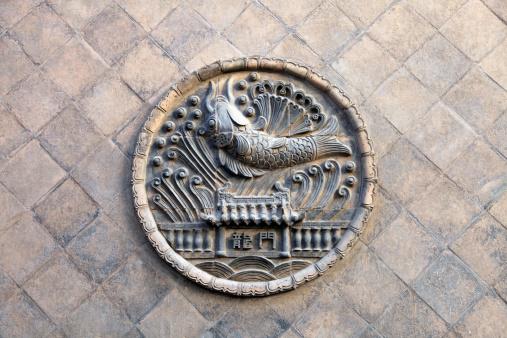 Carp「Sculpture on a brick」:スマホ壁紙(7)