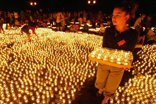 Thin「One Million Candles Lit for Needy Children」:写真・画像(6)[壁紙.com]