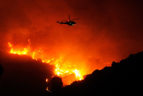 Helicopter「Early Season Wildfire Threatens Santa Barbara」:写真・画像(18)[壁紙.com]