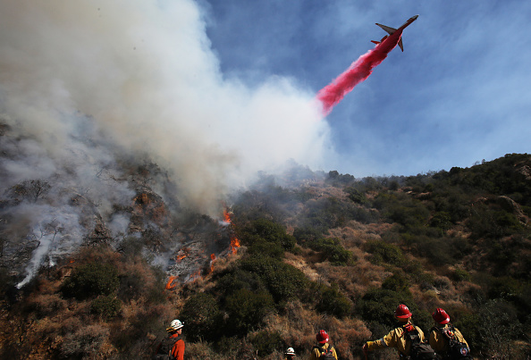 Mario Tama「Brushfire Threatens Home In Pacific Palisades Section Of Los Angeles」:写真・画像(18)[壁紙.com]